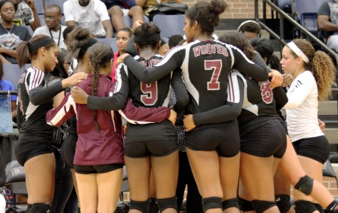 Varsity Volleyball Hopes to Return to Playoffs