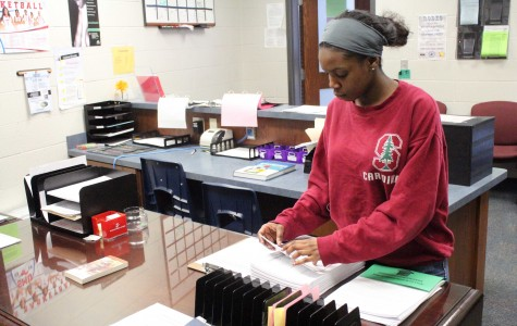 Seniors Need to Put in Effort to Receive Financial Aid