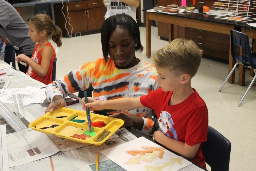 Fall Art Camp Provides Volunteer Oppurtunity