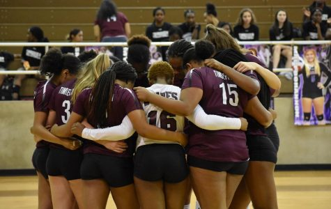Varsity Volleyball Wins Against Crowley